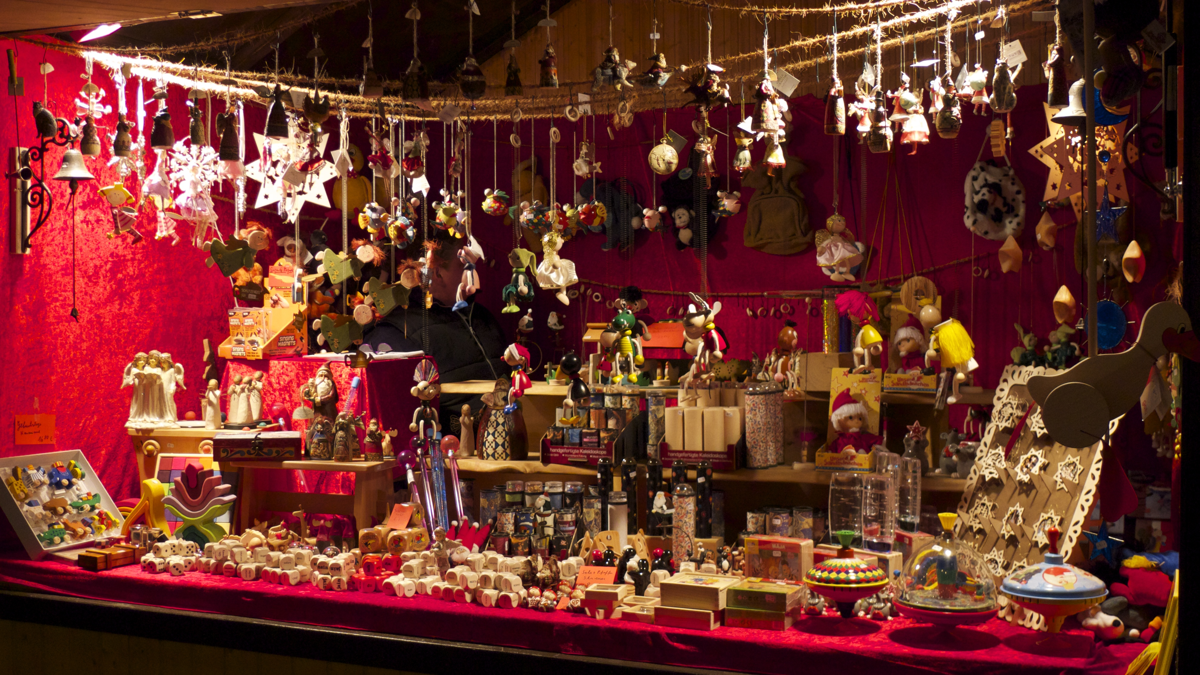 Traditional german christmas decorations -  Traditionally Made Toys Alongside Their Contemporary Counterparts You Will Find Stalls Of Hand Crafted And Intricately Detailed Christmas Decorations