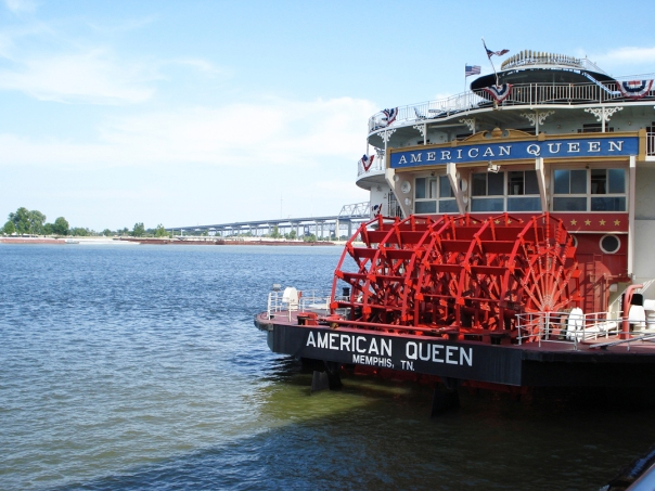 American-Queen-Steamboat-in-New-Orleans