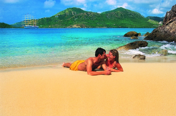 lifestyle_couple_beach2