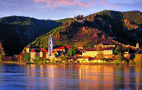 AT - LOWER AUSTRIA: Duernstein and River Danube